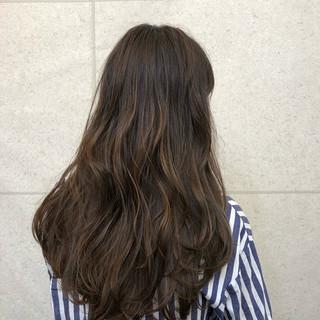 ブリーチなし ナチュラル グレージュ ゆるふわ ヘアスタイルや髪型の写真・画像
