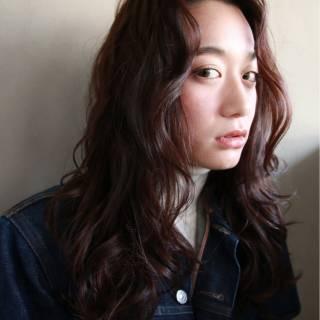 暗髪 ウェーブ ウェットヘア ストリート ヘアスタイルや髪型の写真・画像