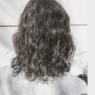 アンニュイほつれヘア アウトドア パーマ ナチュラル ヘアスタイルや髪型の写真・画像