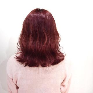 ベリーピンク フェミニン イルミナカラー ラズベリーピンク ヘアスタイルや髪型の写真・画像