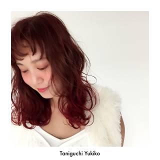 レッド ミディアム グラデーションカラー ピンク ヘアスタイルや髪型の写真・画像