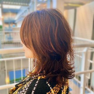 無造作パーマ 美シルエット ウルフパーマ レイヤーカット ヘアスタイルや髪型の写真・画像