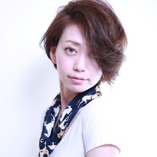 ストリート ナチュラル フェミニン 外国人風 ヘアスタイルや髪型の写真・画像 ヘアスタイルや髪型の写真・画像