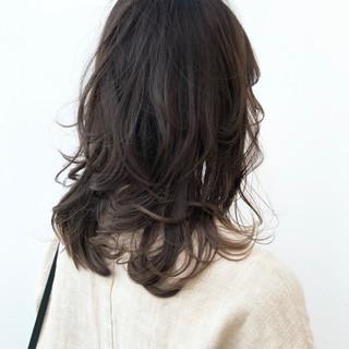 ミディアム ナチュラル 透明感カラー パーマ ヘアスタイルや髪型の写真・画像 ヘアスタイルや髪型の写真・画像