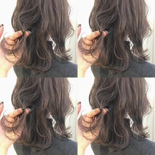 ナチュラル デート アンニュイほつれヘア オフィス ヘアスタイルや髪型の写真・画像