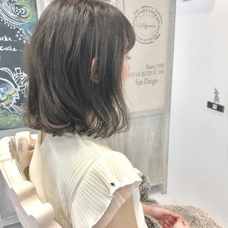 ミディアム ボブ アンニュイ 雨の日 ヘアスタイルや髪型の写真・画像