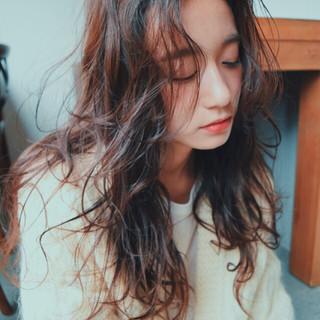 ロング ゆるふわ グラデーションカラー 黒髪 ヘアスタイルや髪型の写真・画像