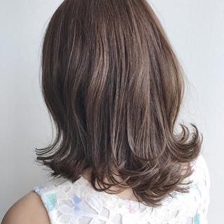 ナチュラル ウェットヘア 外ハネ 大人女子 ヘアスタイルや髪型の写真・画像