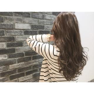 ブラウン ロング 外国人風 ハイライト ヘアスタイルや髪型の写真・画像