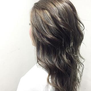 セミロング グレージュ ガーリー グラデーションカラー ヘアスタイルや髪型の写真・画像