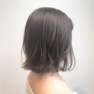 アッシュグレージュ 切りっぱなしボブ シースルーバング ナチュラル ヘアスタイルや髪型の写真・画像