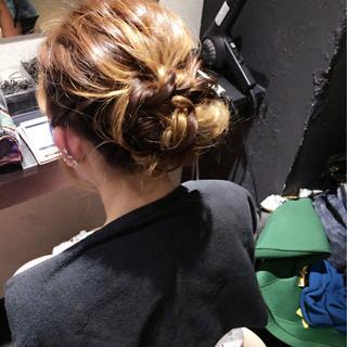 かわいい ナチュラル ミディアム ねじり ヘアスタイルや髪型の写真・画像 ヘアスタイルや髪型の写真・画像