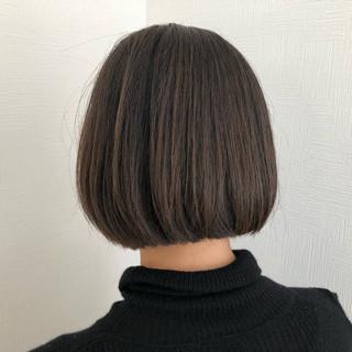 ショートボブ カーキアッシュ ミニボブ ナチュラル ヘアスタイルや髪型の写真・画像
