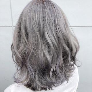 ミディアム ハイライト ホワイト カラフルカラー ヘアスタイルや髪型の写真・画像