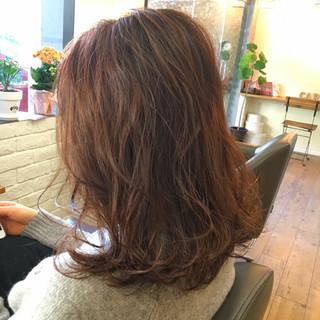 デート ベージュ ピンクアッシュ ミルクティー ヘアスタイルや髪型の写真・画像