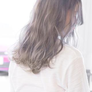 ミディアム ゆるふわ ストリート ホワイト ヘアスタイルや髪型の写真・画像