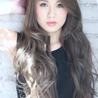 外国人風 かき上げ前髪 モード ロング ヘアスタイルや髪型の写真・画像