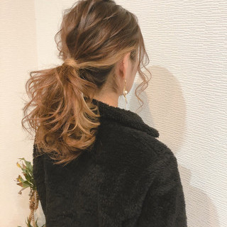 ポニーテールアレンジ ローポニーテール ポニーテール フェミニン ヘアスタイルや髪型の写真・画像