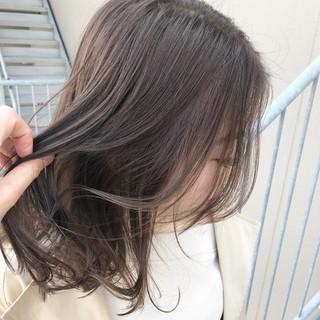ミディアム ナチュラル デート ヌーディーベージュ ヘアスタイルや髪型の写真・画像