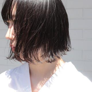 黒髪 ナチュラル 前下がりボブ 切りっぱなしボブ ヘアスタイルや髪型の写真・画像