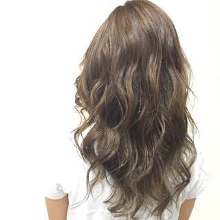 グラデーションカラー ガーリー アッシュ グレージュ ヘアスタイルや髪型の写真・画像