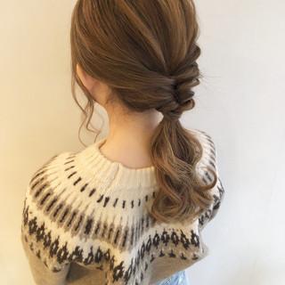 ローポニーテール ポニーテール ヘアアレンジ ナチュラル ヘアスタイルや髪型の写真・画像 ヘアスタイルや髪型の写真・画像