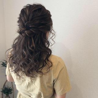 ねじり ヘアアレンジ ヘアセット ハーフアップ ヘアスタイルや髪型の写真・画像