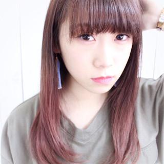 グラデーションカラー ピンク 前髪パッツン ストレート ヘアスタイルや髪型の写真・画像