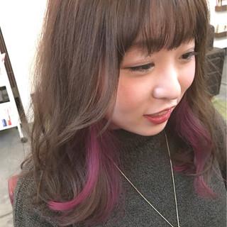 ピンク セミロング ナチュラル インナーカラー ヘアスタイルや髪型の写真・画像 ヘアスタイルや髪型の写真・画像