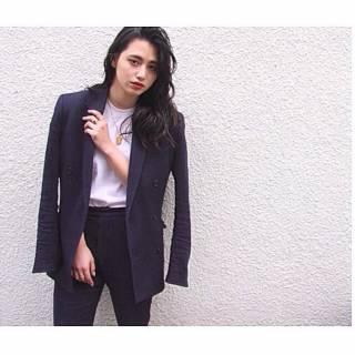 ロング ウェットヘア 暗髪 センターパート ヘアスタイルや髪型の写真・画像