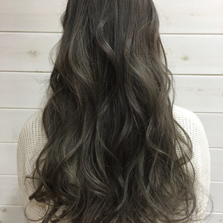 ハイライト ロング グラデーションカラー 暗髪 ヘアスタイルや髪型の写真・画像 ヘアスタイルや髪型の写真・画像