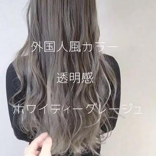 ロング ハイライト グラデーションカラー グレージュ ヘアスタイルや髪型の写真・画像