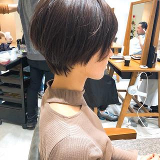 小顔ショート 切りっぱなしボブ ナチュラル ショートヘア ヘアスタイルや髪型の写真・画像