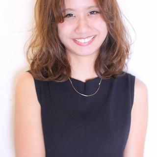 ミディアム ピュア 前髪あり ゆるふわ ヘアスタイルや髪型の写真・画像