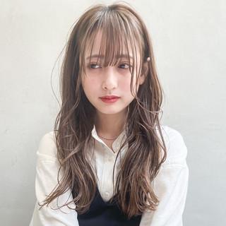 シースルーバング ロング 韓国風ヘアー アッシュベージュ ヘアスタイルや髪型の写真・画像