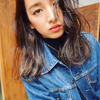 暗髪 ガーリー 外国人風 セミロング ヘアスタイルや髪型の写真・画像