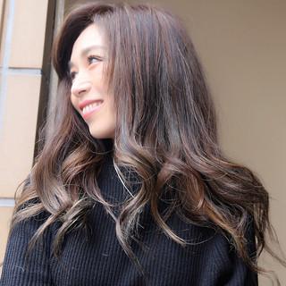 グラデーションカラー ハイライト 外国人風 ナチュラル ヘアスタイルや髪型の写真・画像