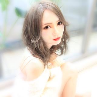 外国人風 アッシュ フェミニン ゆるふわ ヘアスタイルや髪型の写真・画像