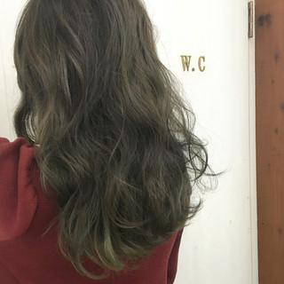 オリーブアッシュ グラデーションカラー ストリート グリーン ヘアスタイルや髪型の写真・画像 ヘアスタイルや髪型の写真・画像