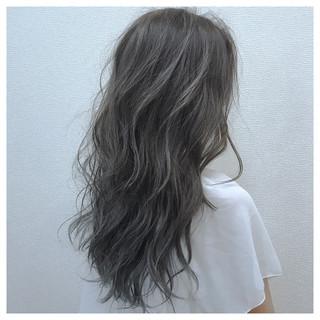 アンニュイ 雨の日 ウェーブ セミロング ヘアスタイルや髪型の写真・画像