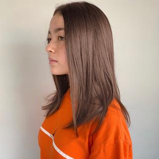 セミロング ナチュラル ミルクティー ミルクティーグレージュ ヘアスタイルや髪型の写真・画像