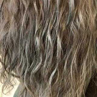 グレージュ アッシュグレージュ ロング 透明感カラー ヘアスタイルや髪型の写真・画像