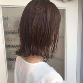 ミディアムレイヤー ウェットヘア 毛束感 ミディアム ヘアスタイルや髪型の写真・画像