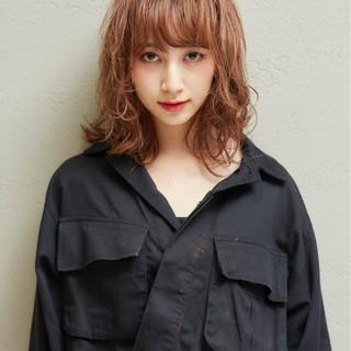 オレンジ ミディアム デート 秋 ヘアスタイルや髪型の写真・画像