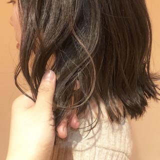 ベージュカラー オリーブベージュ 透明感カラー ミディアム ヘアスタイルや髪型の写真・画像