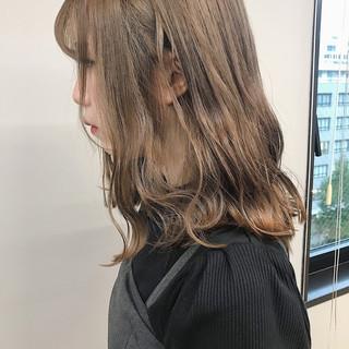 ダブルカラー フェミニン ハイトーンカラー ミディアム ヘアスタイルや髪型の写真・画像