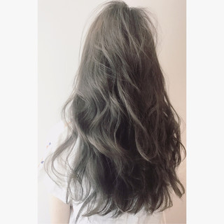 アンニュイ ウェーブ リラックス ナチュラル ヘアスタイルや髪型の写真・画像