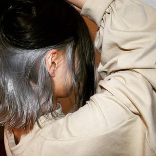 モード ミディアム インナーカラー ホワイトカラー ヘアスタイルや髪型の写真・画像