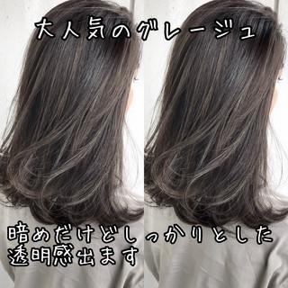 グレージュ ミディアム ハイライト ナチュラル ヘアスタイルや髪型の写真・画像
