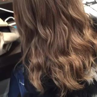 外国人風カラー アッシュ フェミニン ブリーチ ヘアスタイルや髪型の写真・画像